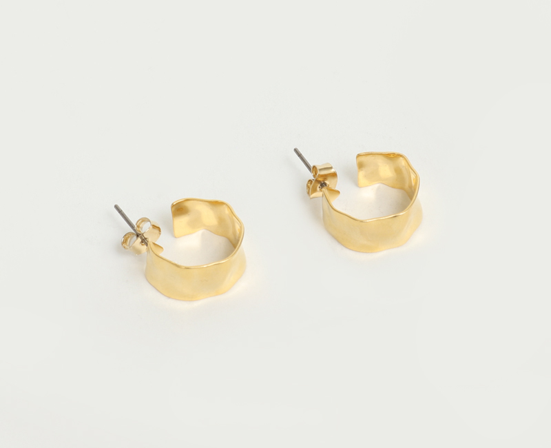 Flat gold vintage earring_A