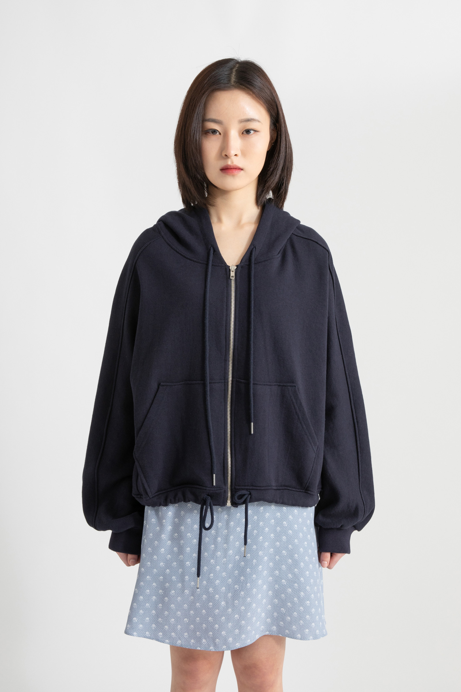 String standard hooded zip-up sweatshirt