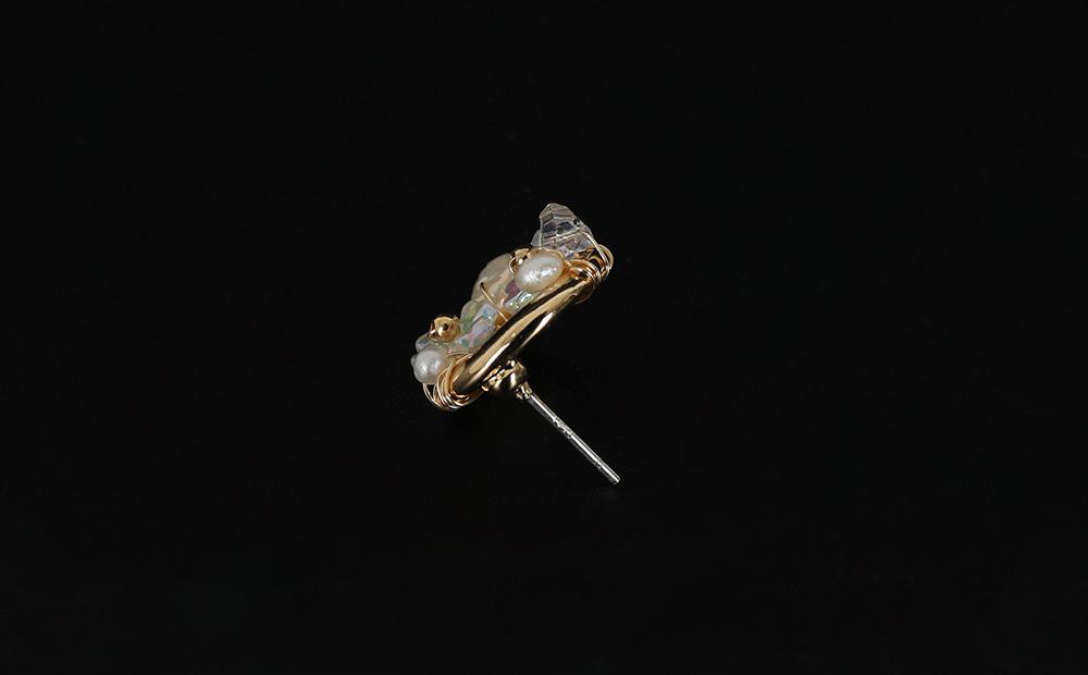 Gold flower crystal earrings