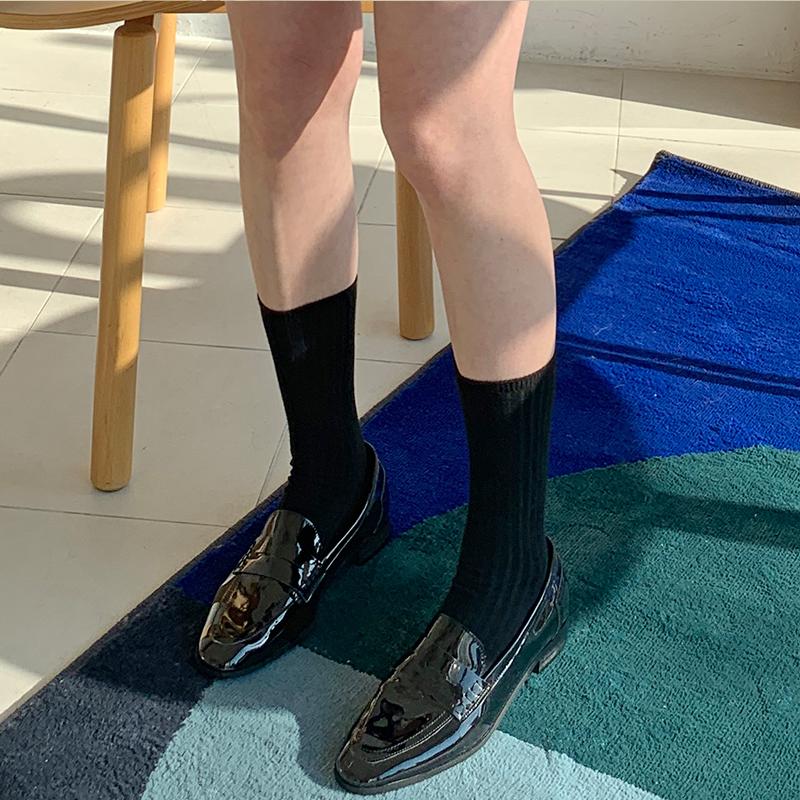 Glossy enamel slim loafer_U
