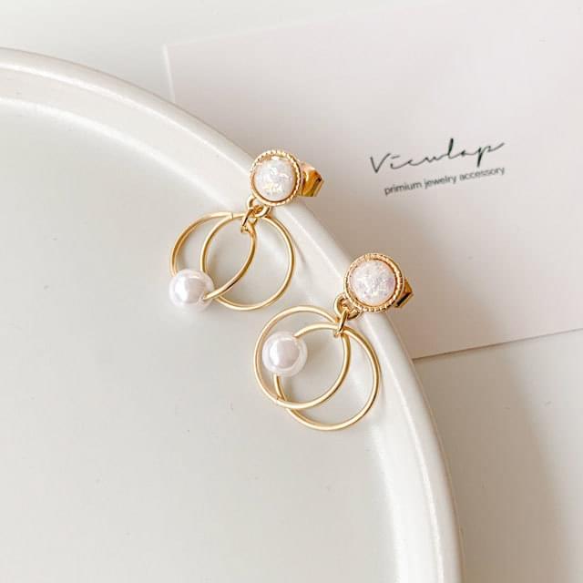 Light layered pearl drop earrings