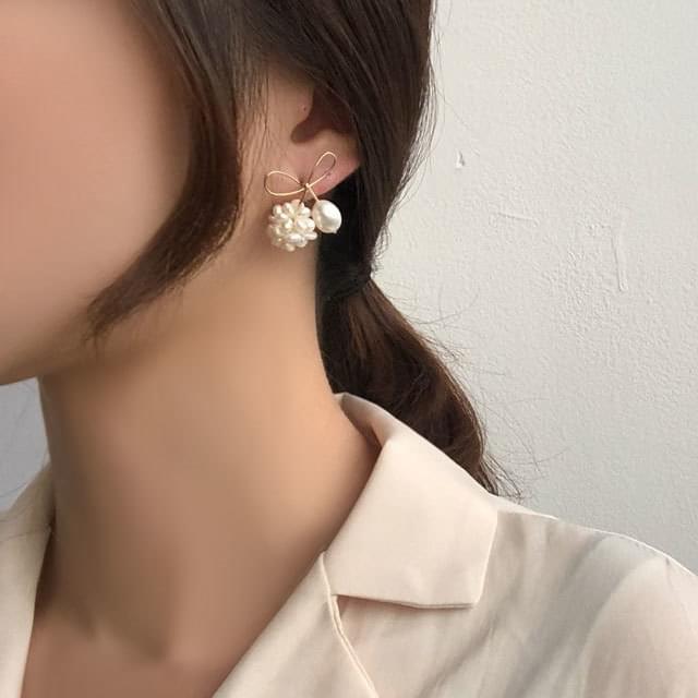 Onette Pearl Ribbon Earrings