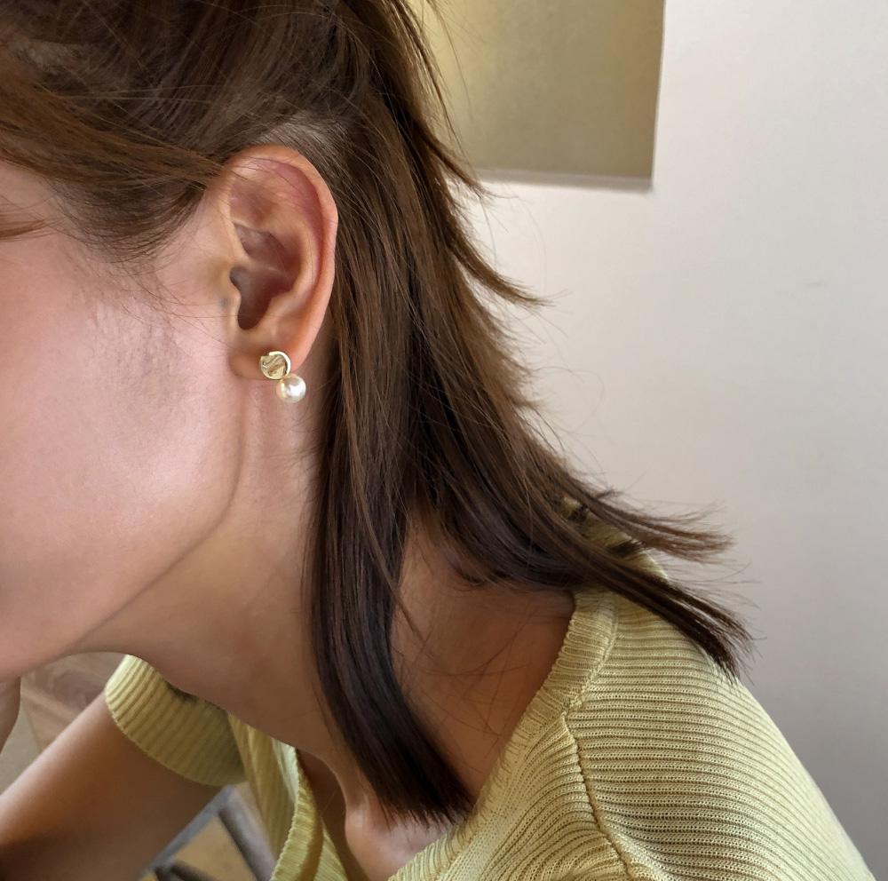 minimal pearl earring
