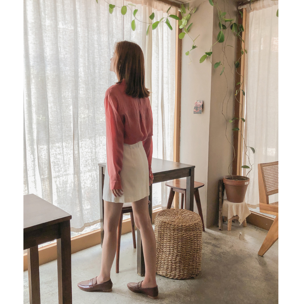 Open collar neck loose-fitting blouse