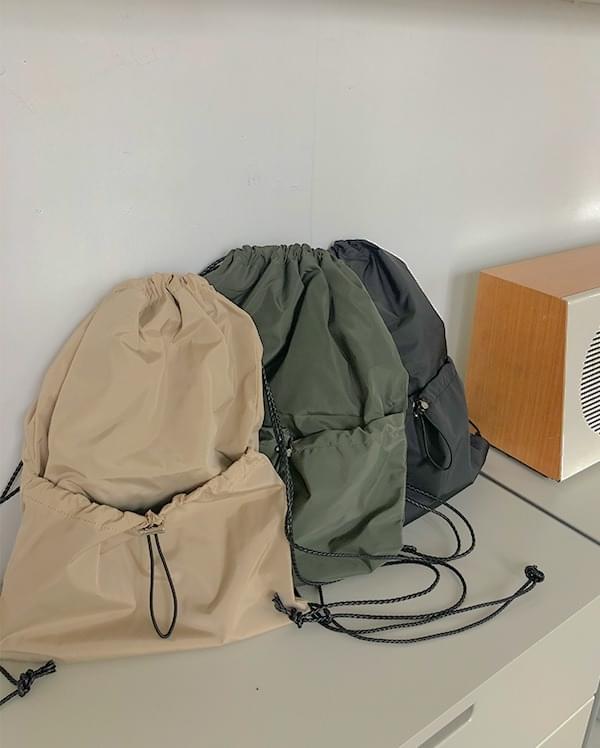 Pocket string shirring bag