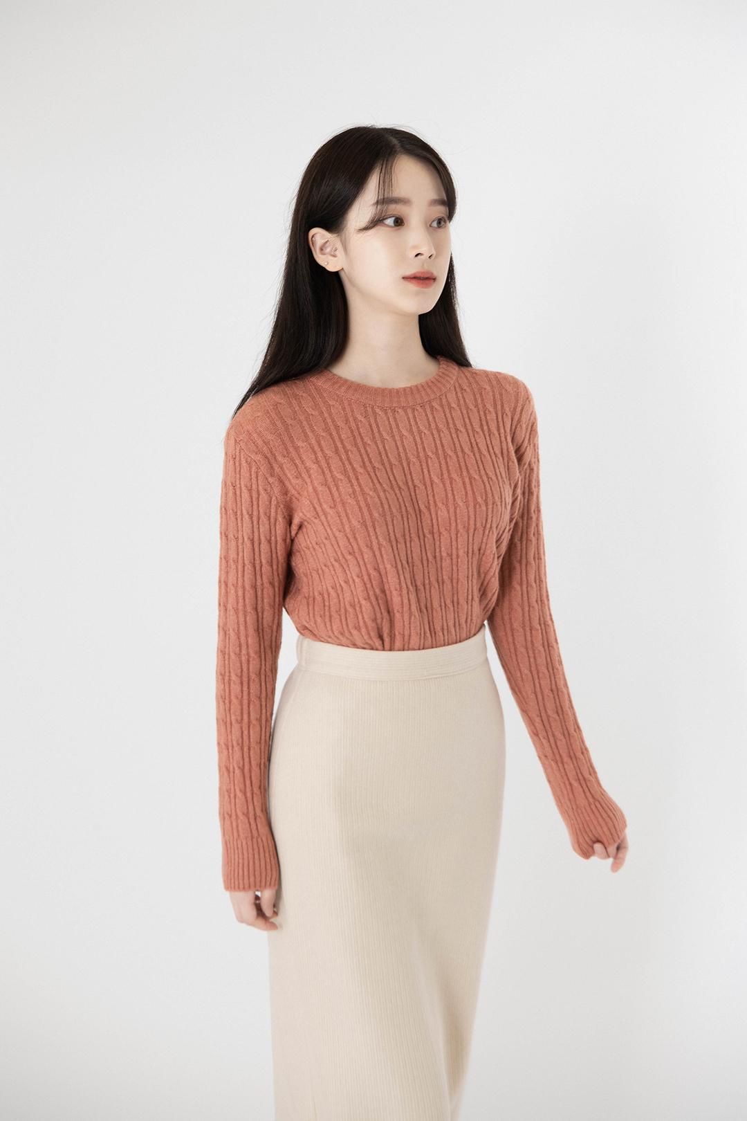 ESSAYBack Slit Mid-Calf Skirt