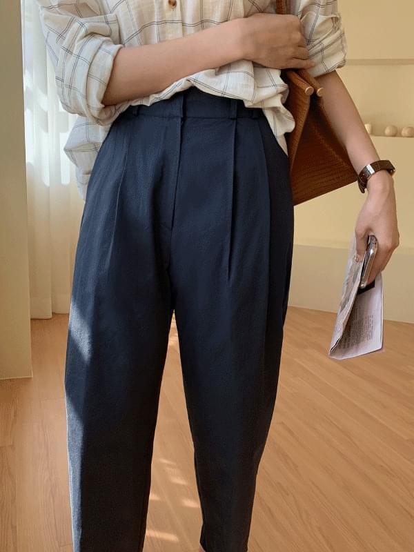 Pintuck cropped cotton slacks