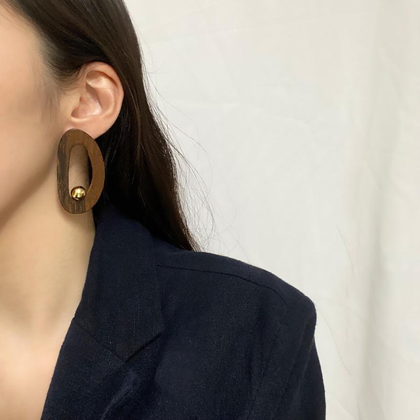 Noi Eyes Drop Wood Titanium Earrings