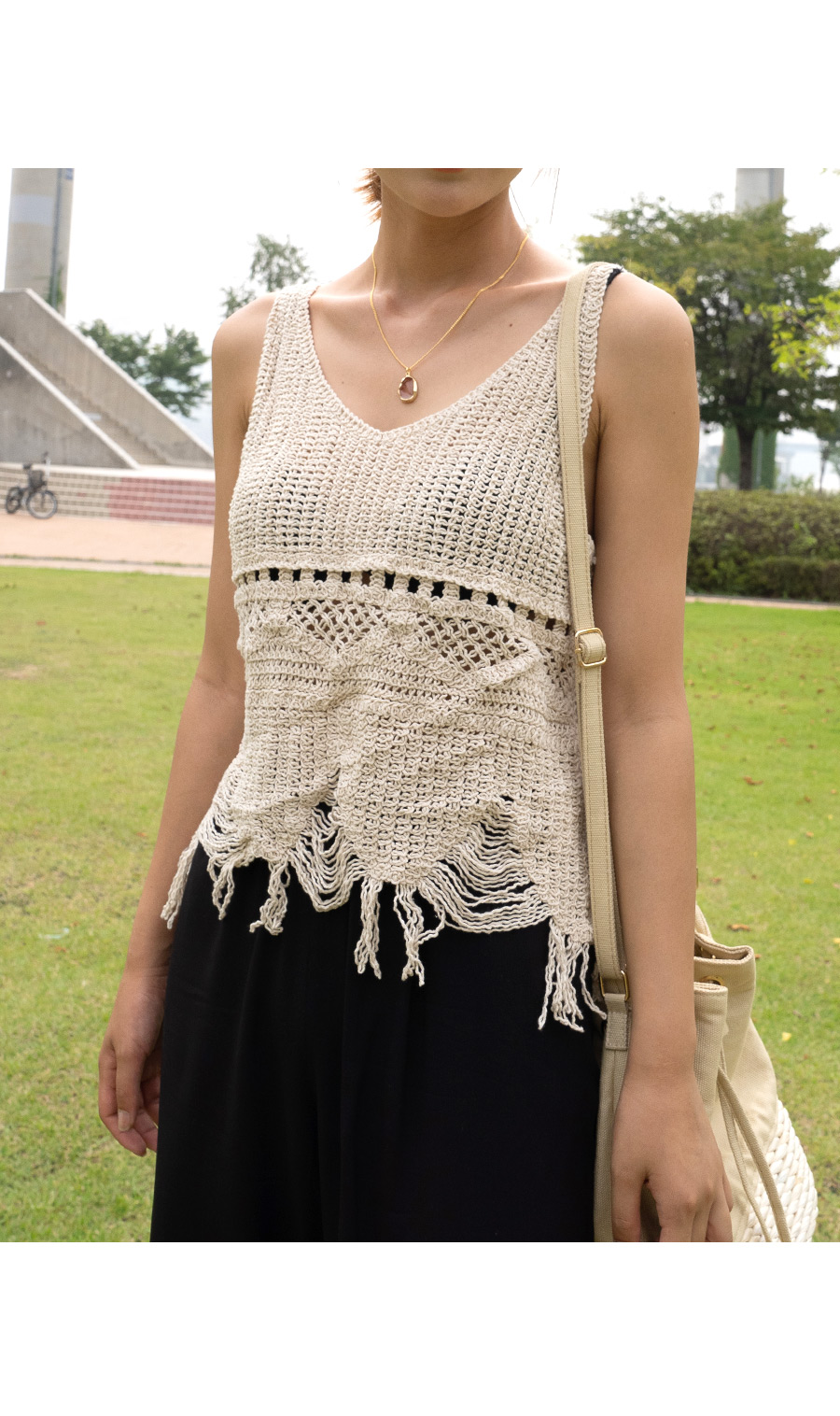 Round pant necklace