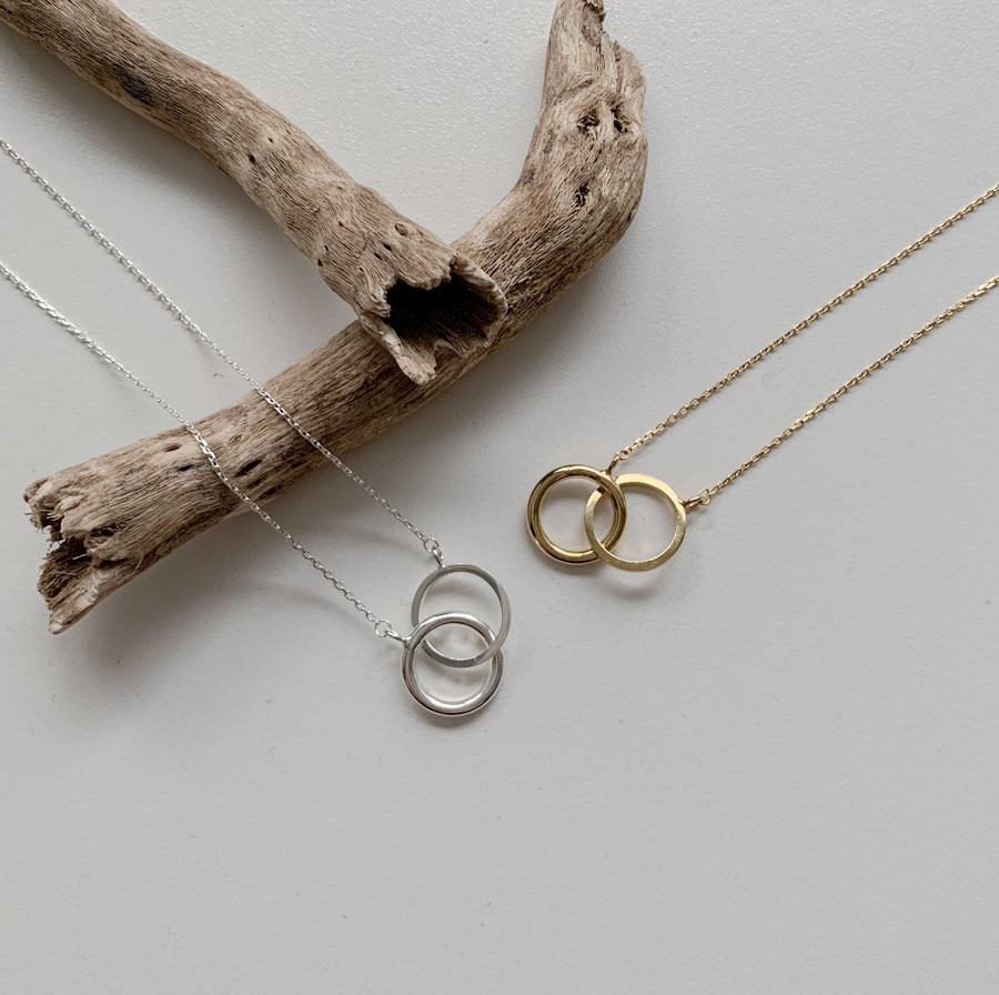 Eight twist all silver necklace