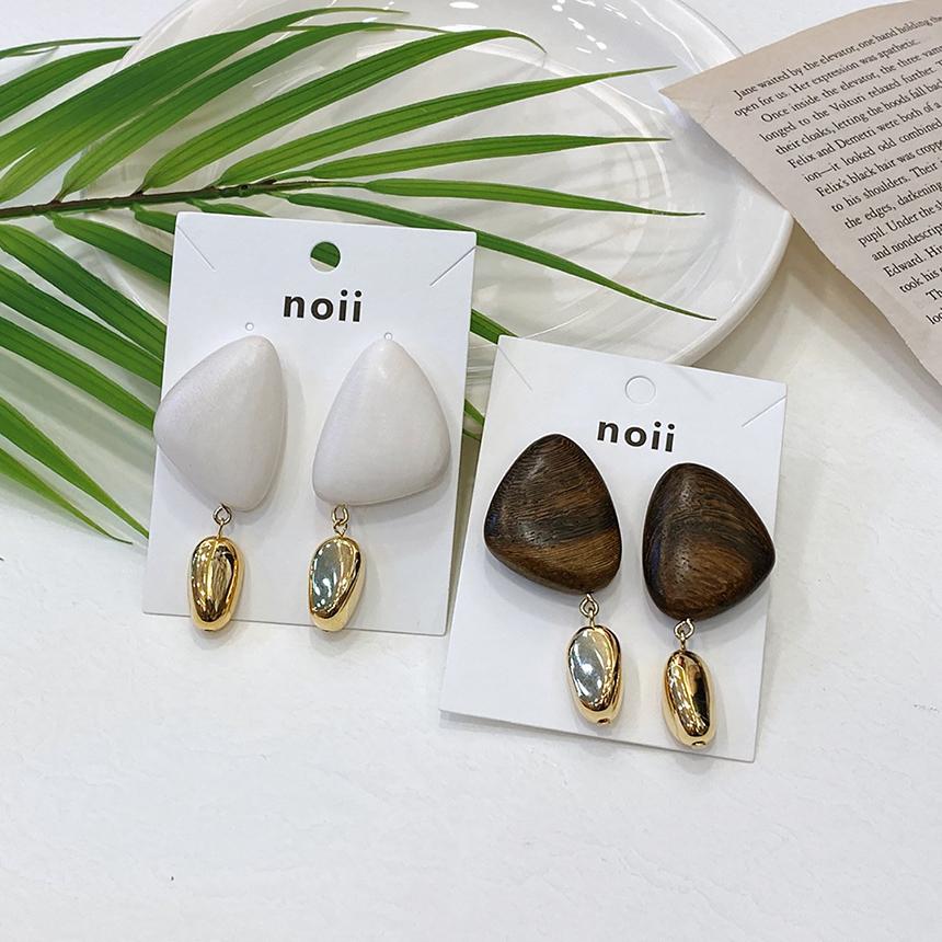 Noi Pebble Wood Titan Needle Earrings