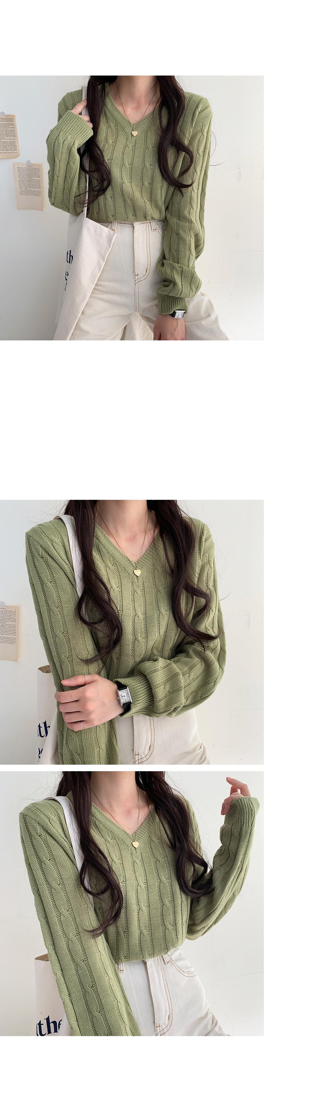 Low Twisted V-Neck Knitwear