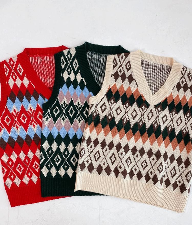 Loose fit argyle knit vest