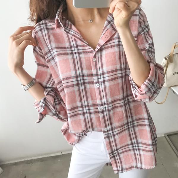 Comfortable and lightweight checked shirt #43987