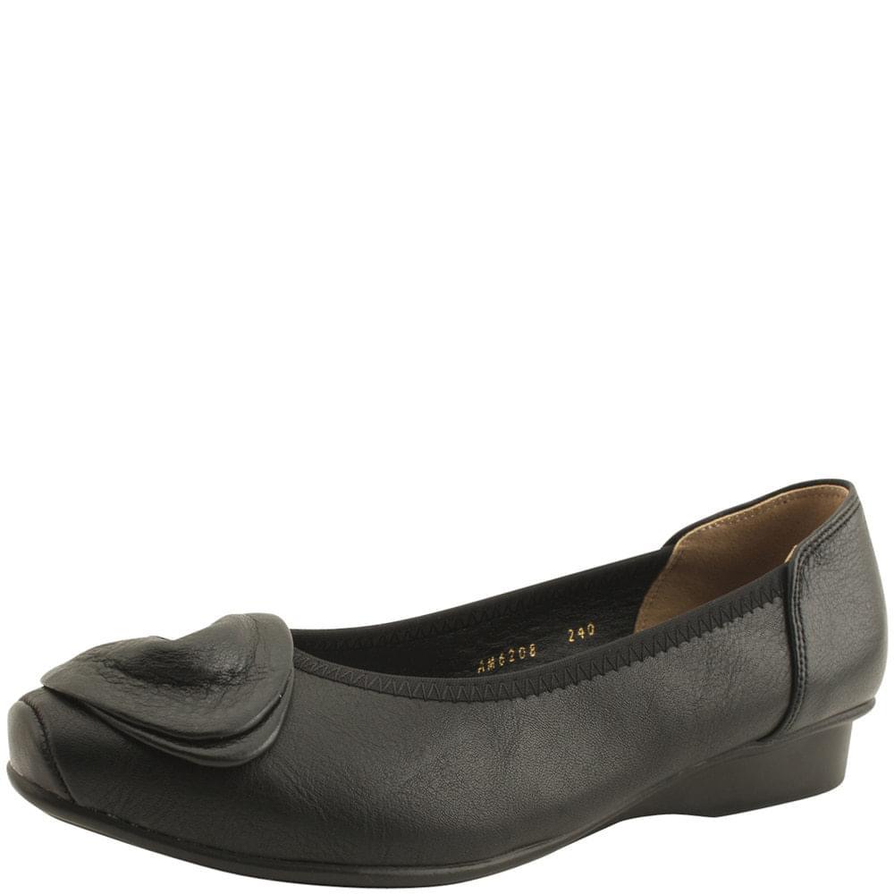 Cowhide Flower Loafers Low Heels Black