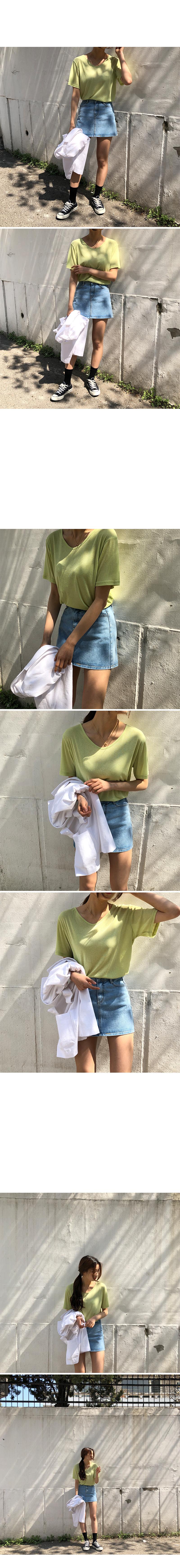 Color U-neck T-shirt