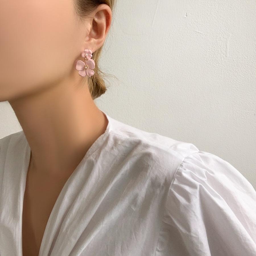 Meria Vivid Flower Drop Earrings