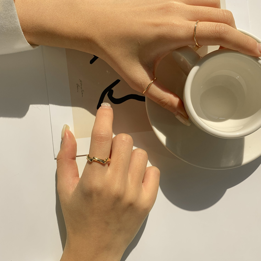 Simple zigzag ring