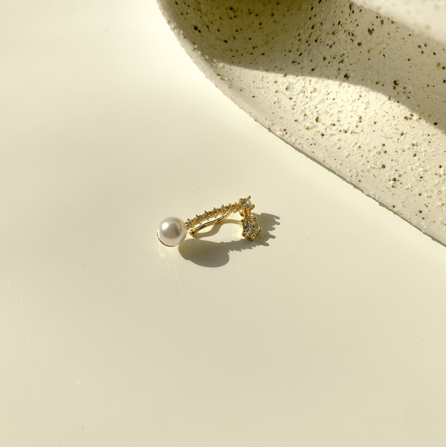 Dripping cubic pearl ear cuff