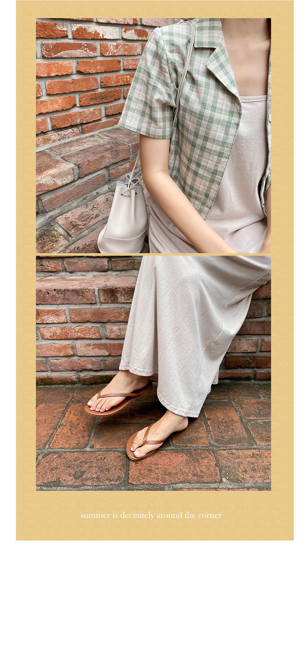 Backless sleeveless dress