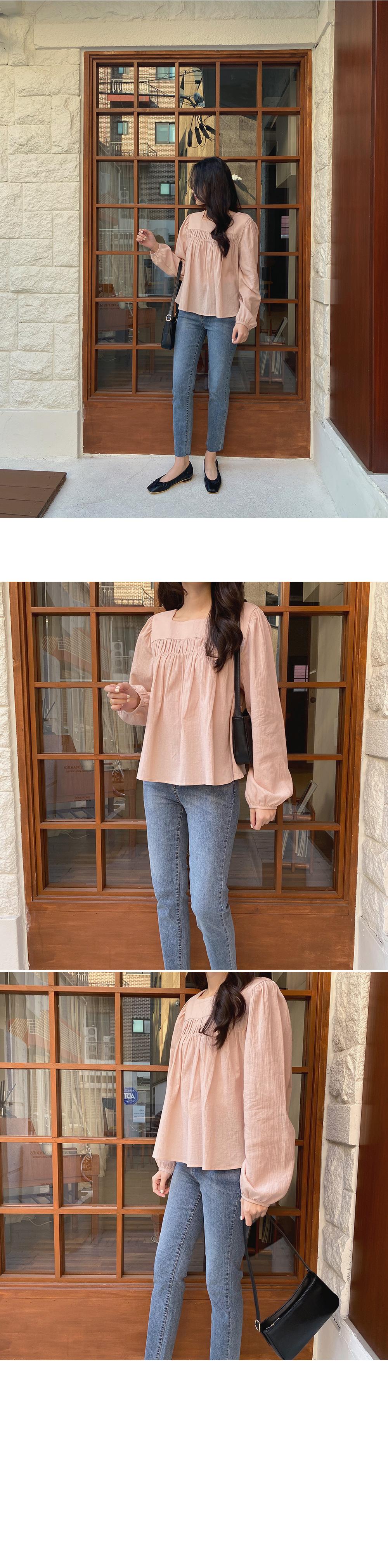 Square shirring blouse