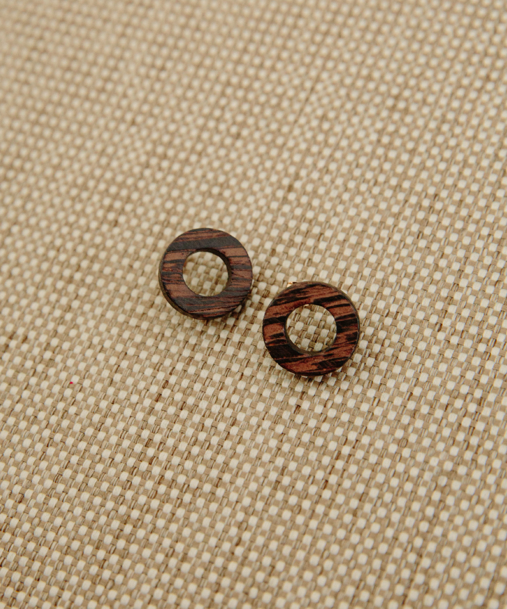 wood circle point earring