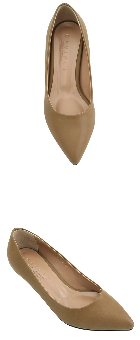 Pointed nose simple middle heel shoes beige