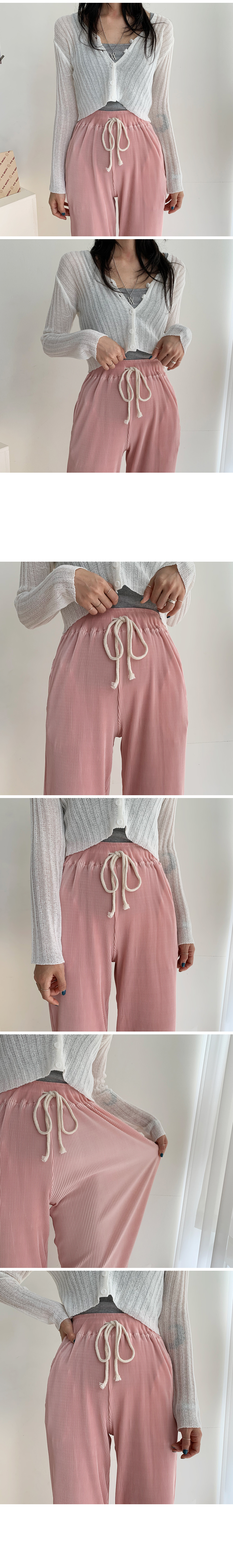 Hip-pleated wide pants