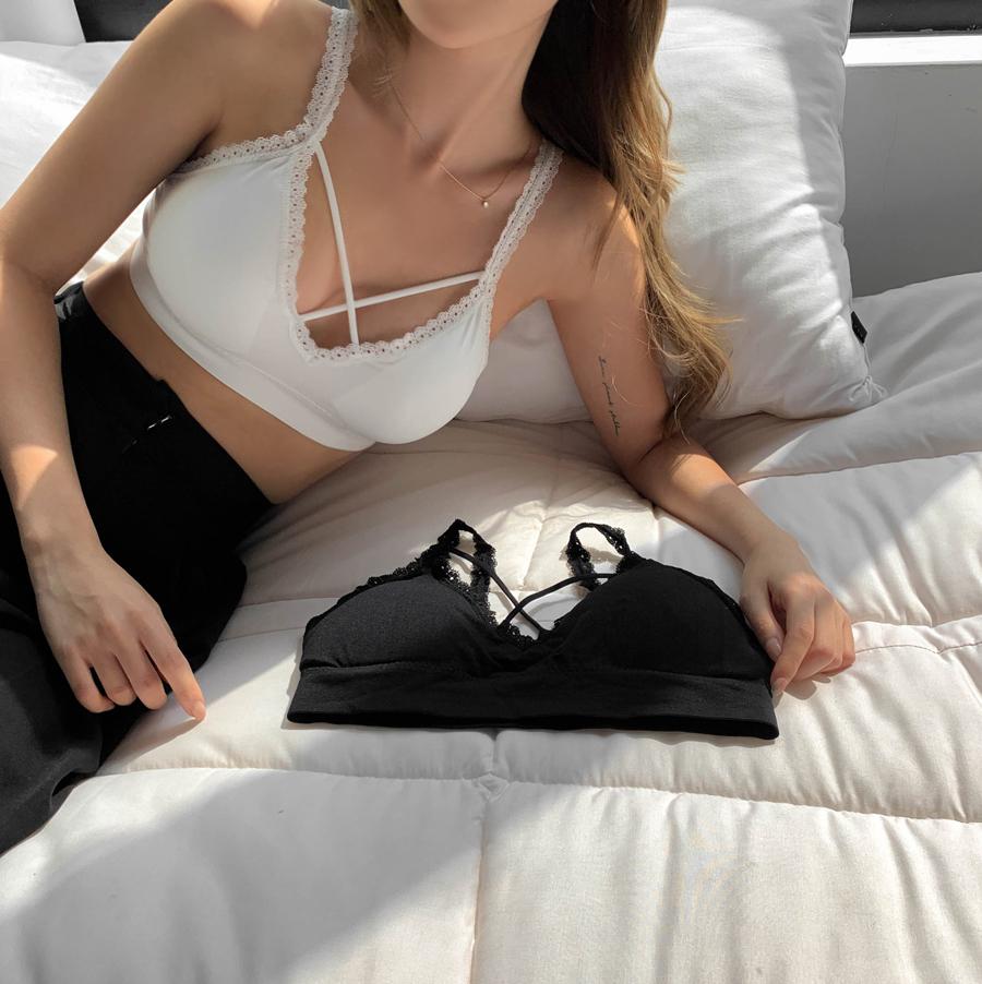 Lace no-wire bra top