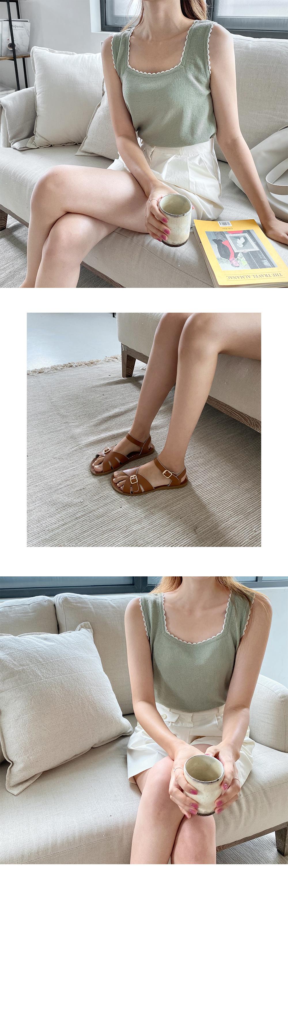 Plaid buckle sandals