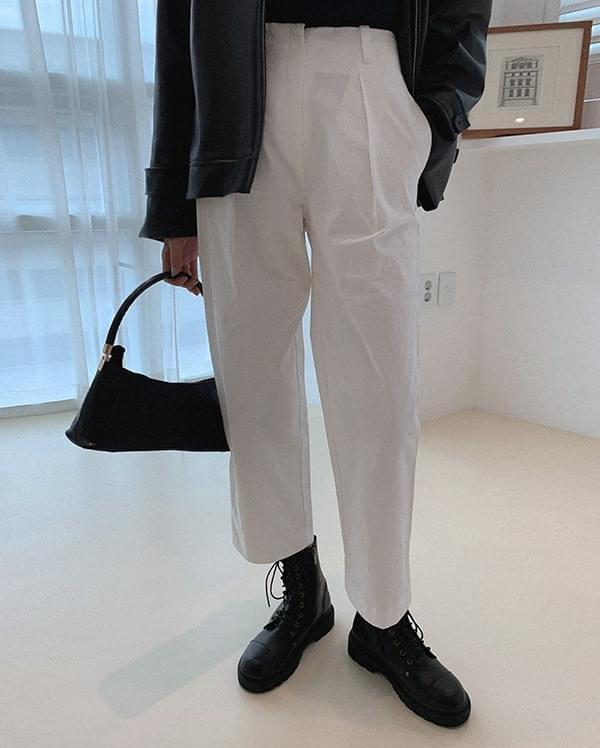 Woody modern pintuck trousers