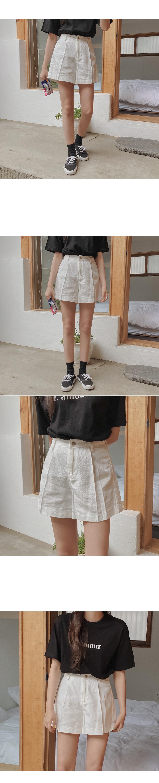 Music pintuck short pants