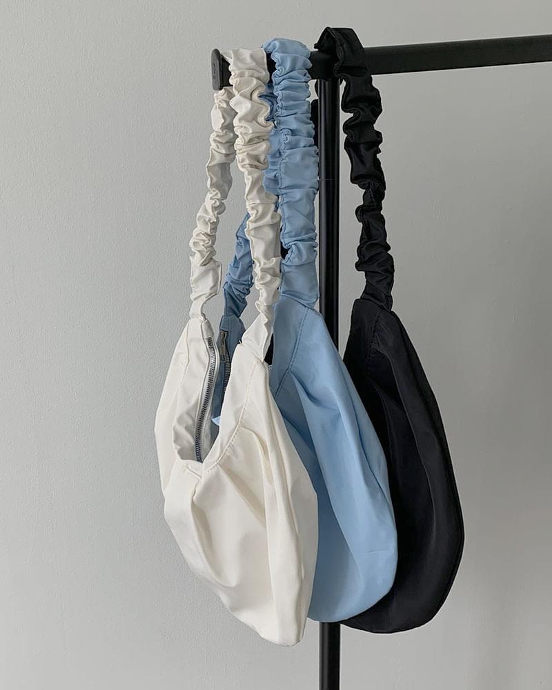 Giblets Shirring Point Dumpling Shoulder Bag