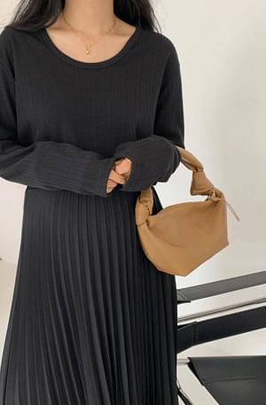 Mute Mini Hobo Bag 肩背包