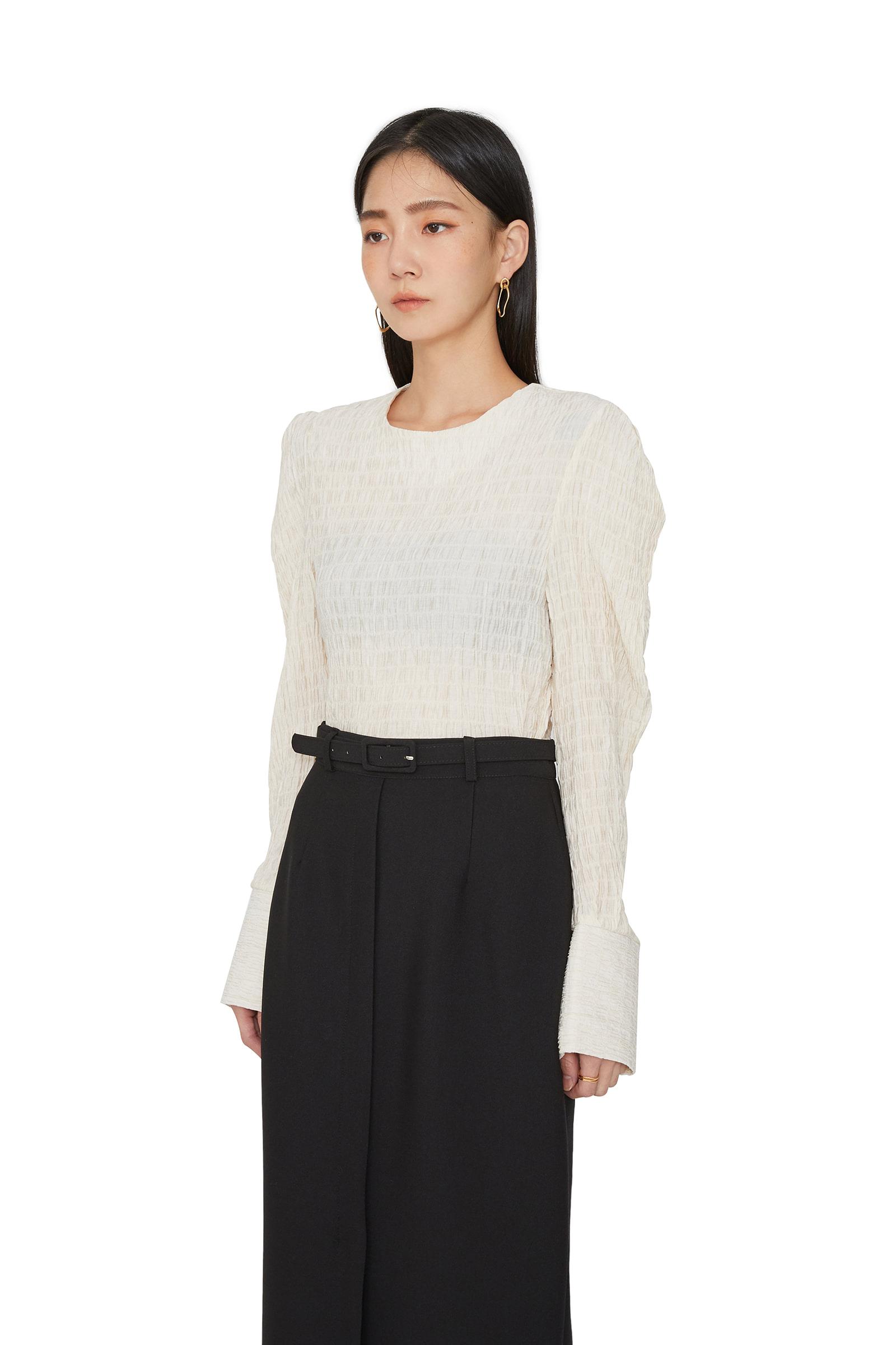 Hour crease puff blouse