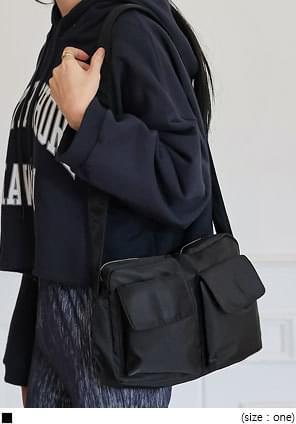 翻蓋方側袋素色拉鍊肩背包