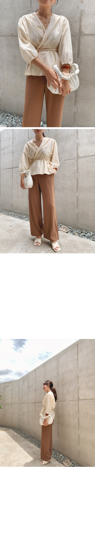 Square X-shaped sandal heel