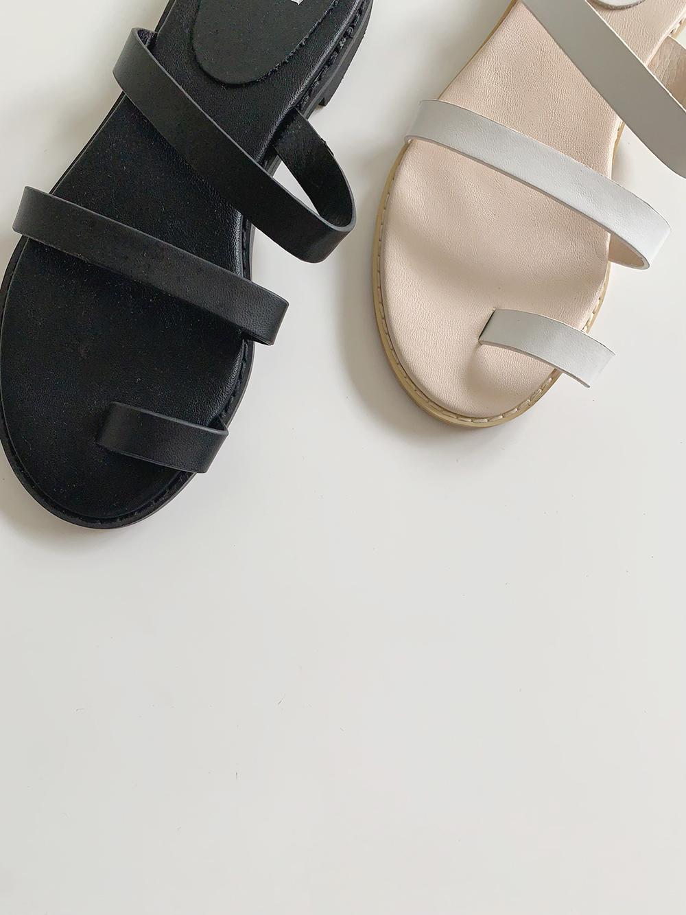 Fresh strap slippers