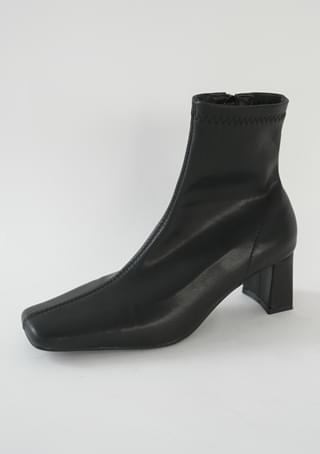 slim square toe shape boots ブーティ