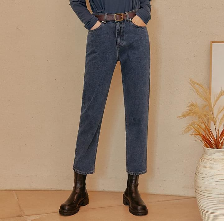 Mid Rise Crop Denim Jeans