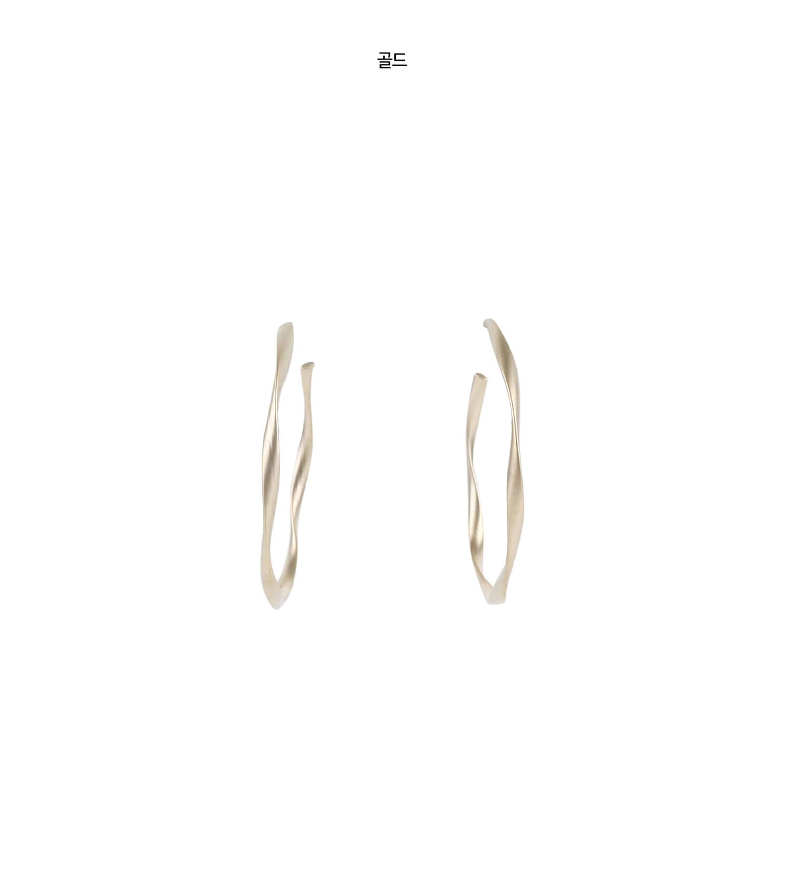Line wave circle earrings