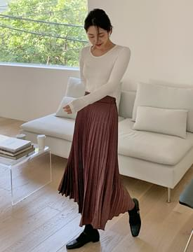 Silky pleats banding long skirt