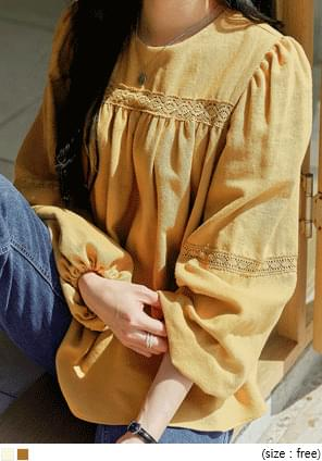 圆领灯笼袖蕾丝拼接纯色女衫