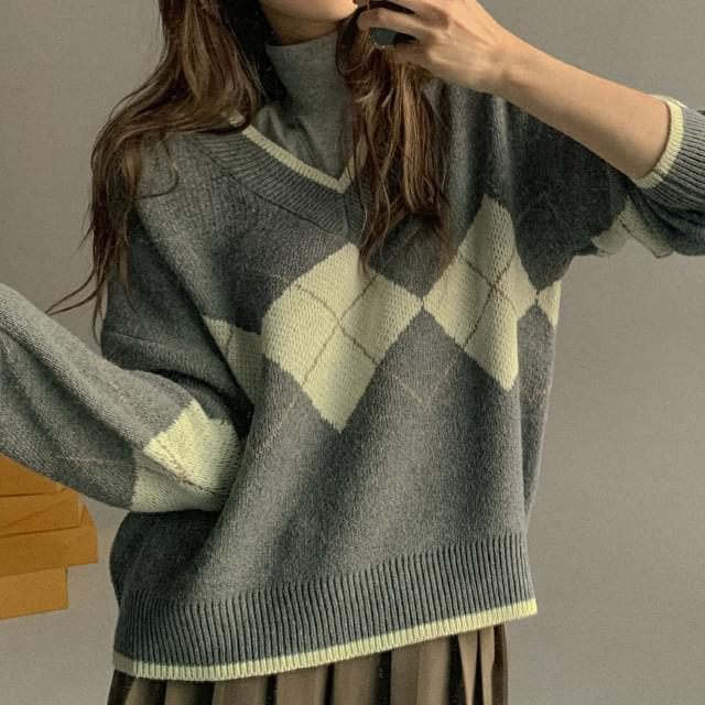 Cony Loose Fit V-Neck Argyle Knit