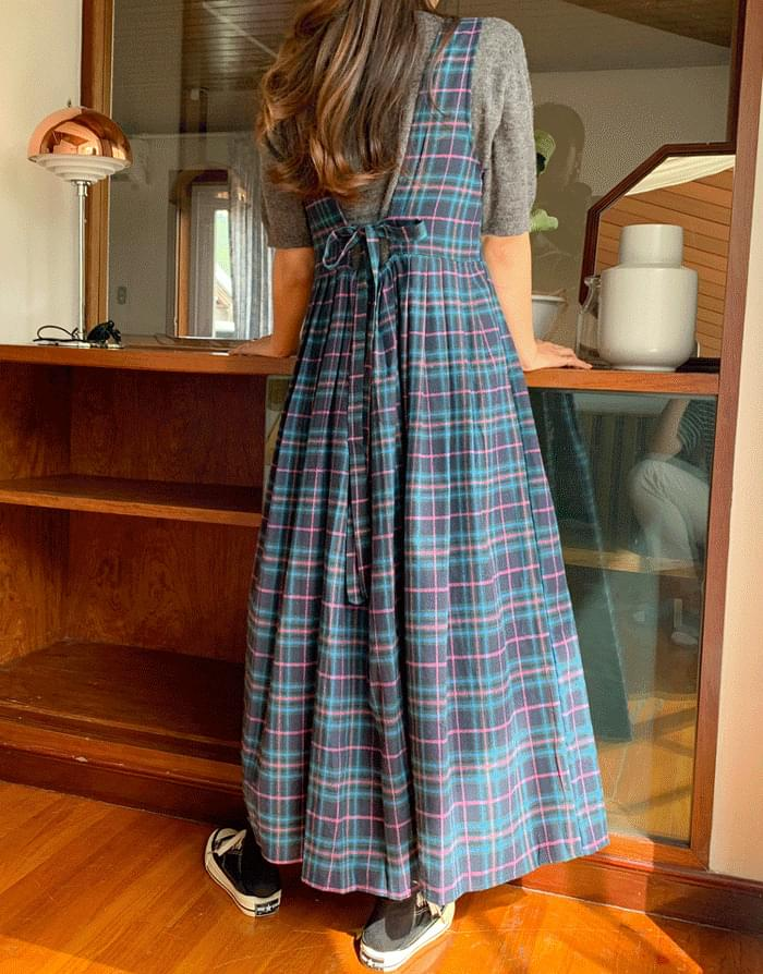 Classic wrinkle check dress
