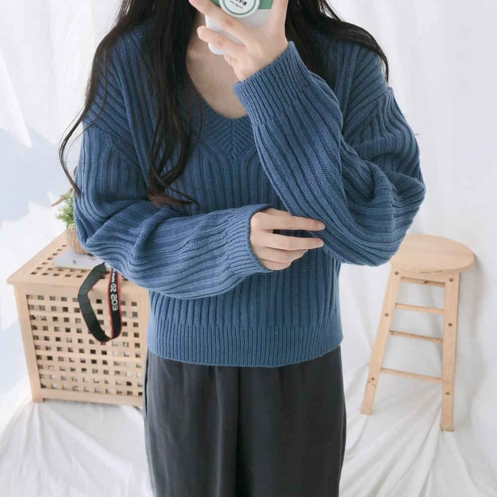 Back ribbon V-neck knit