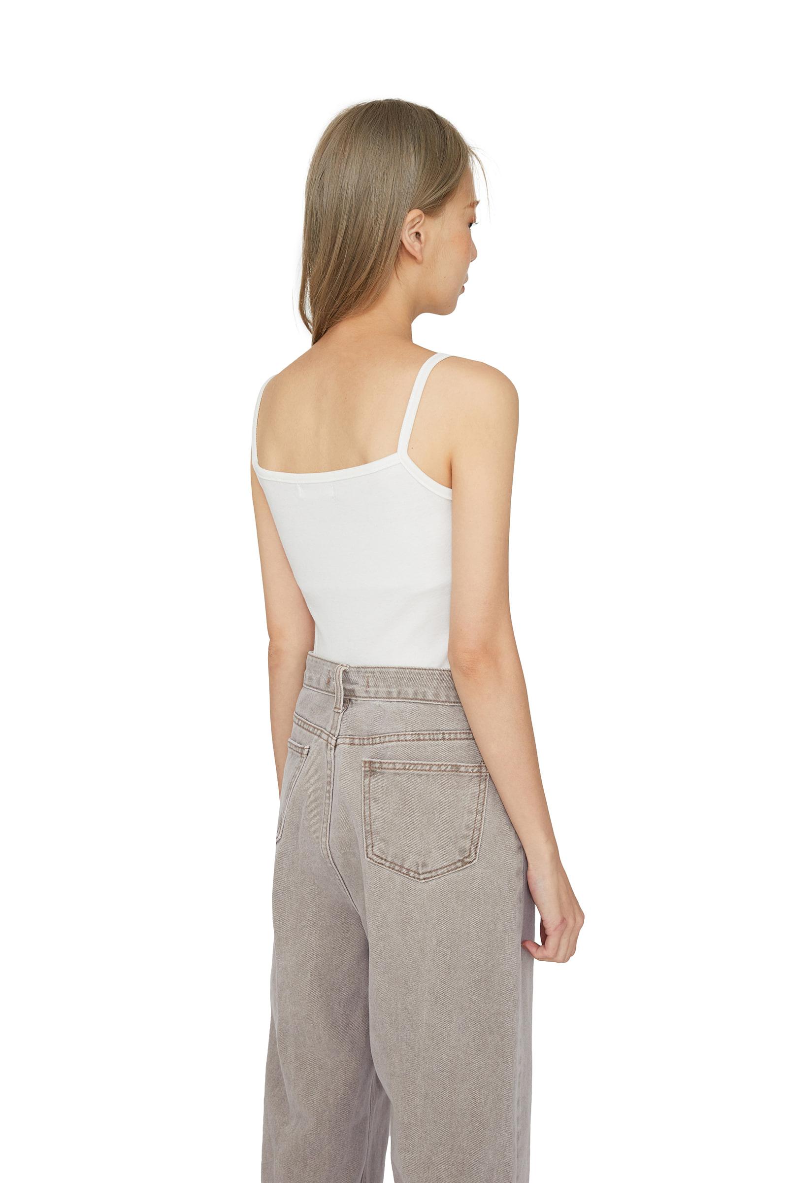 All-key slim sleeveless top