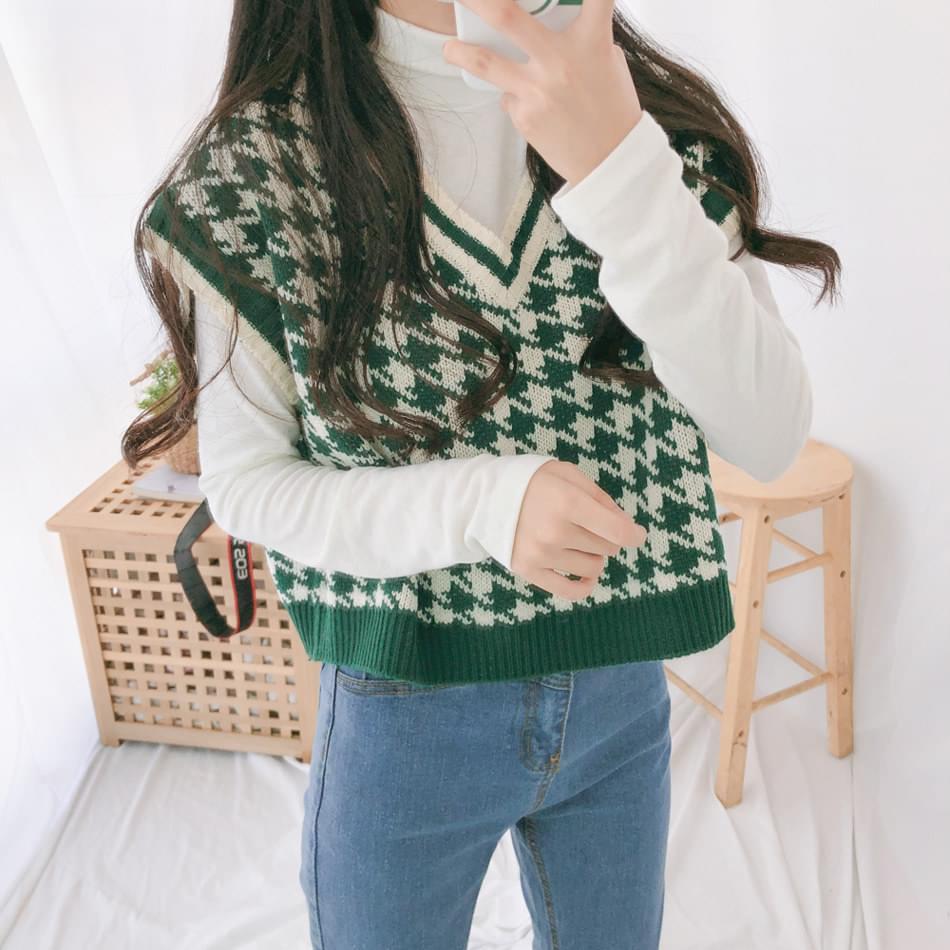 Rattan cropped knit vest