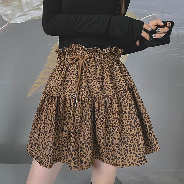 Leopard hour mini skirt