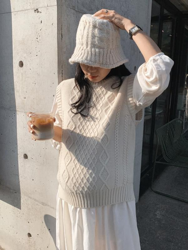Pine Wool Cable Knit Vest 開襟衫